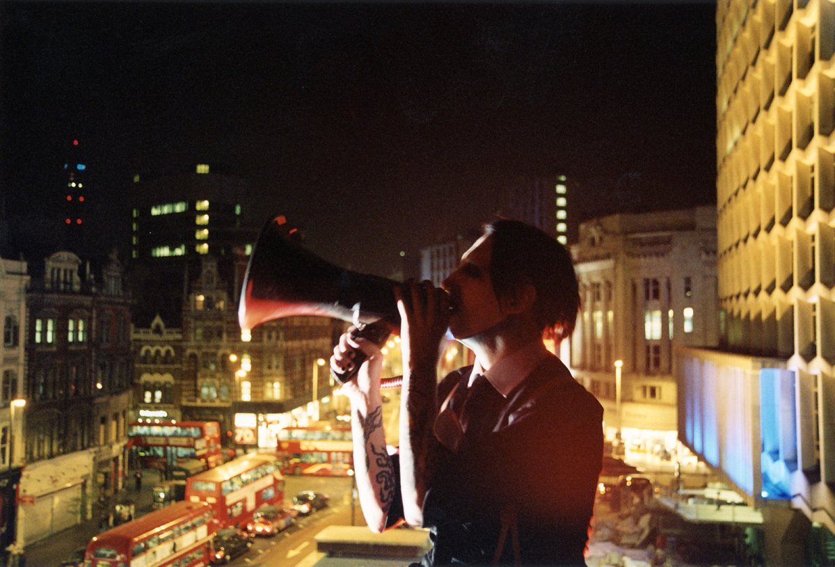 marilyn manson on the roof of rouge, London 2003